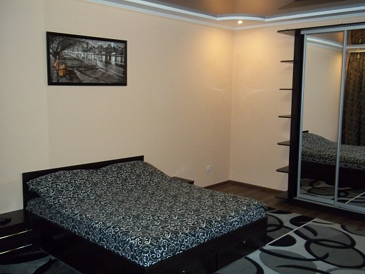 1-комнатная квартира посуточно в Ровно. ул. Буковинская, 5-А. Фото 1