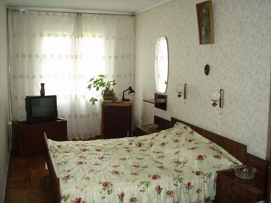 2-комнатная квартира посуточно в Ялте. ул. Спендиарова, 6. Фото 1