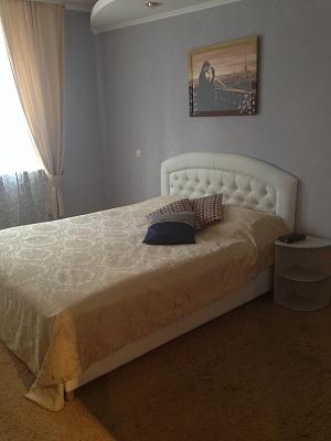 2-комнатная квартира посуточно в Кировограде. Ленинский район, ул. Гоголя, 103. Фото 1