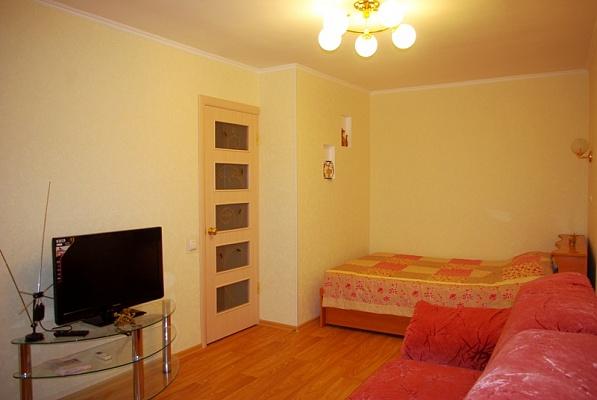 1-комнатная квартира посуточно в Луганске. Ленинский район, ул. Демехина, 18. Фото 1