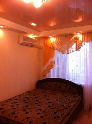 1-комнатная квартира посуточно в Алчевске. пр-т Металлургов, 12. Фото 1