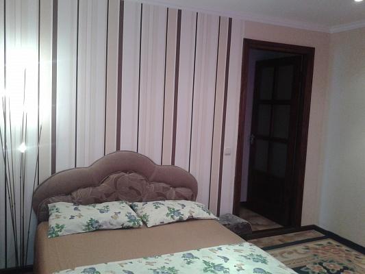 2-комнатная квартира посуточно в Черкассах. ул. Симоненко, 3. Фото 1