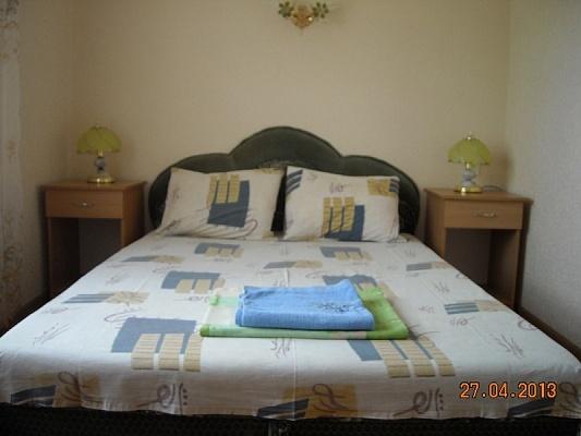 2-комнатная квартира посуточно в Алупке. ул. Калинина, 17. Фото 1