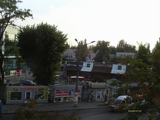 1-комнатная квартира посуточно в Кривом Роге. Саксаганский район, пр-т Гагарина, 3. Фото 1