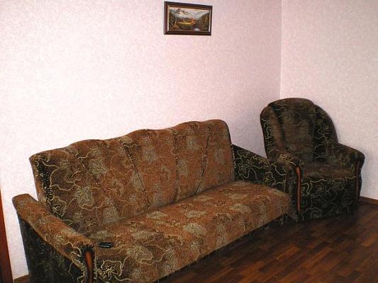 2-комнатная квартира посуточно в Луганске. Ленинский район, ул. Дзержинского, 31. Фото 1