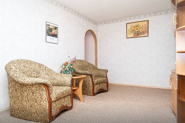 3-комнатная квартира посуточно в Днепропетровске. Кировский район, пр-т Кирова, 92. Фото 1