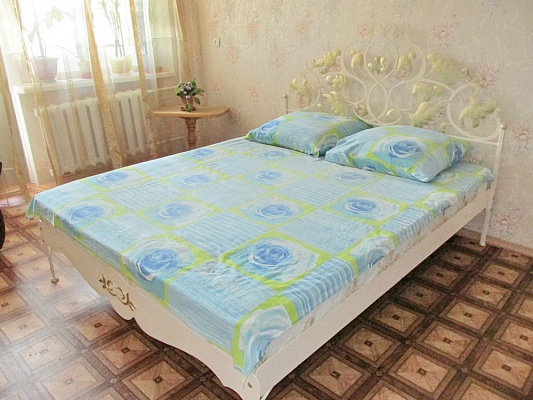 1-комнатная квартира посуточно в Бердянске. ул. Мазина,  21/2. Фото 1