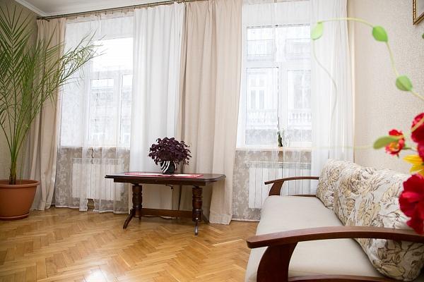 3-комнатная квартира посуточно в Львове. Галицкий район, ул. Дорошенко, 27. Фото 1