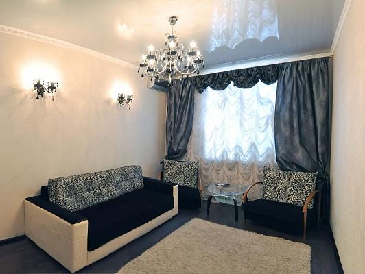 2-комнатная квартира посуточно в Николаеве. Центральный район, ул. Лягина, 29а. Фото 1