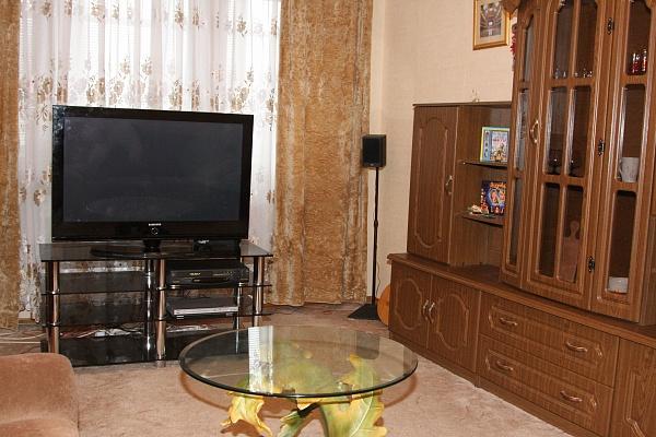 2-комнатная квартира посуточно в Харькове. Дзержинский район, ул. Новгородская, 6а. Фото 1