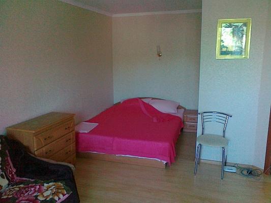 1-комнатная квартира посуточно в Бердянске. ул. Карла Маркса , 17. Фото 1