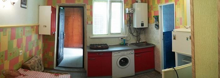 1-комнатная квартира посуточно в Евпатории. ул. Горького, 7. Фото 1