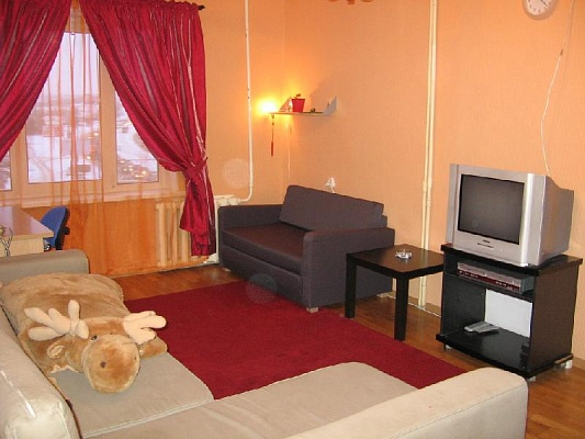 2-комнатная квартира посуточно в Никополе. пр-т Трубников, 56. Фото 1