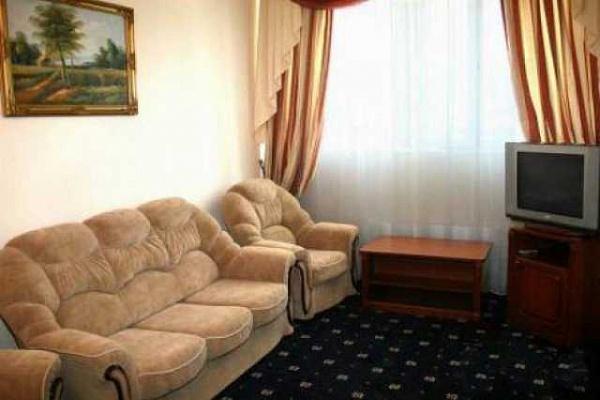 2-комнатная квартира посуточно в Никополе. ул. Каштанова, 30. Фото 1