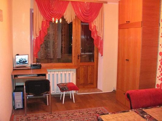 3-комнатная квартира посуточно в Ильичёвске. Пригород район, ул. Александрийская, 4а. Фото 1