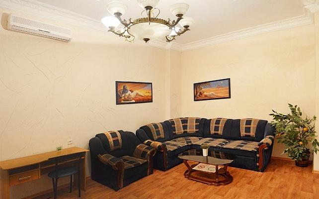 1-комнатная квартира посуточно в Одессе. Приморский район, ул. Дерибасовская, 7. Фото 1
