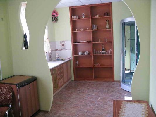 2-комнатная квартира посуточно в Кривом Роге. Саксаганский район, пр-т Дзержинского, 2. Фото 1