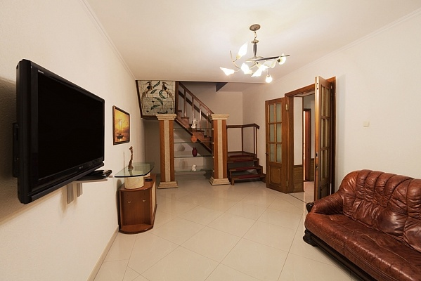 4-комнатная квартира посуточно в Одессе. Приморский район, пр-т Александровский, 27. Фото 1