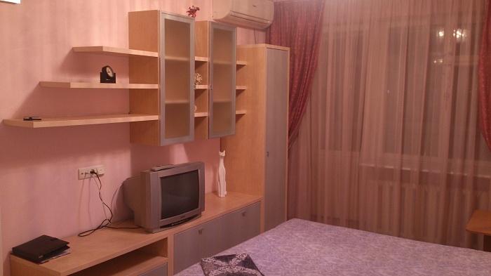 2-комнатная квартира посуточно в Днепропетровске. Амур-Нижнеднепровский район, ул. Маршала Малиновского, 60. Фото 1