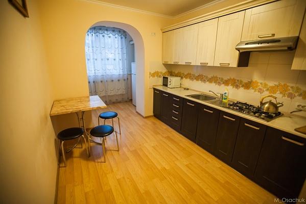 1-комнатная квартира посуточно в Ивано-Франковске. ул. Гарбарская, 24. Фото 1