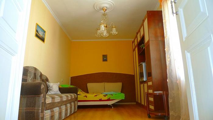 1-комнатная квартира посуточно в Симферополе. Железнодорожный район, Желябова , 28. Фото 1