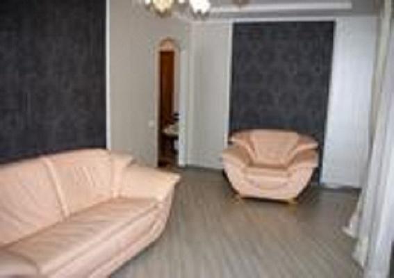 2-комнатная квартира посуточно в Луганске. Ленинский район, ул. Титова, 15. Фото 1