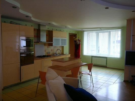 2-комнатная квартира посуточно в Донецке. Киевский район, Донбасс-Арена. Фото 1