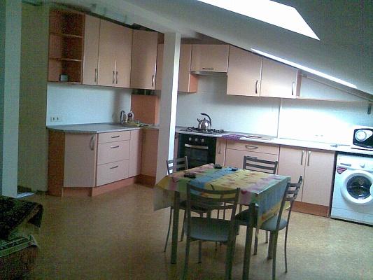 2-комнатная квартира посуточно в Ильичёвске. Пригород район, ул. Радостная, 11а. Фото 1