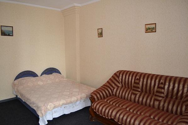 1-комнатная квартира посуточно в Алупке. ул. Розы Люксембург , 2. Фото 1