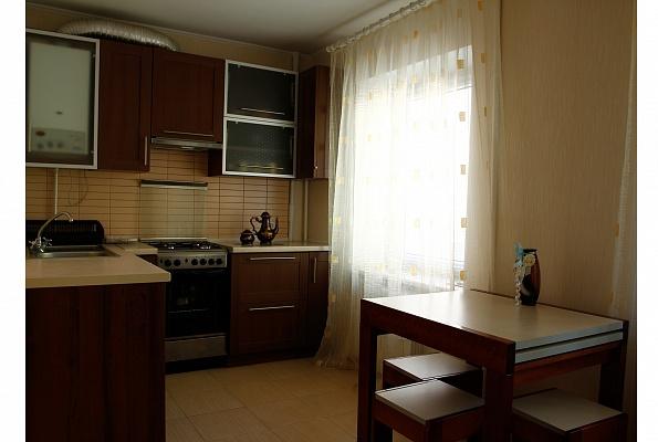 3-комнатная квартира посуточно в Ровно. ул. Парковая, 8. Фото 1