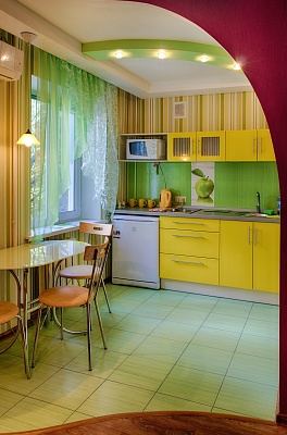 1-комнатная квартира посуточно в Мариуполе. пр-т Строителей, 111. Фото 1