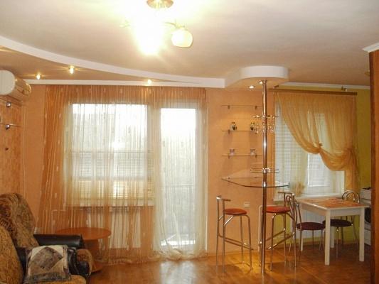 2-комнатная квартира посуточно в Симферополе. Центральный район, пр-т Кирова, 14. Фото 1