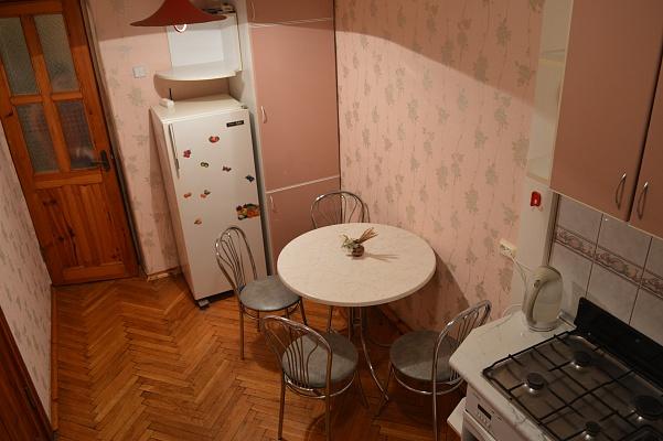 2-комнатная квартира посуточно в Черкассах. б-р Шевченко, 272. Фото 1