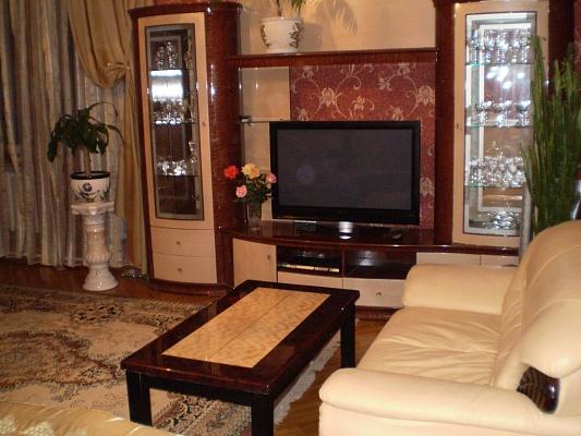 4-комнатная квартира посуточно в Севастополе. Ленинский район, ул. Ген. Петрова. Фото 1