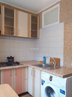 1-комнатная квартира посуточно в Киеве. Святошинский район, ул. Салютная, 29. Фото 1