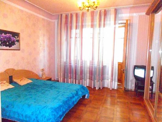 2-комнатная квартира посуточно в Харькове. ул. Чернышевского, 86. Фото 1