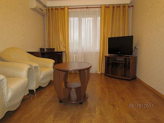 2-комнатная квартира посуточно в Киеве. Оболонский район, ул. Лайоше Гавро, 22. Фото 1