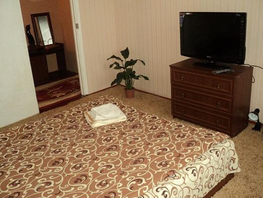 2-комнатная квартира посуточно в Белой Церкви. ул. Леваневского, 36. Фото 1