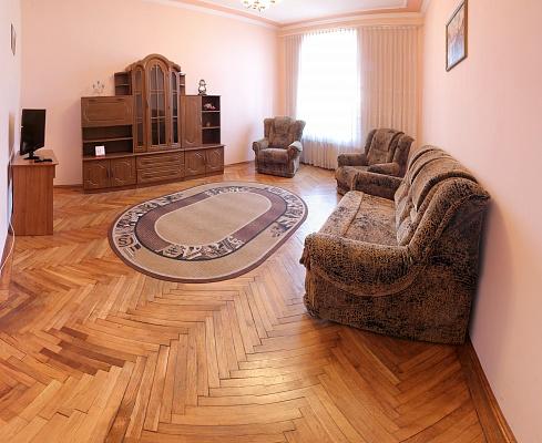 3-комнатная квартира посуточно в Львове. Галицкий район, ул. Костомарова, 18. Фото 1