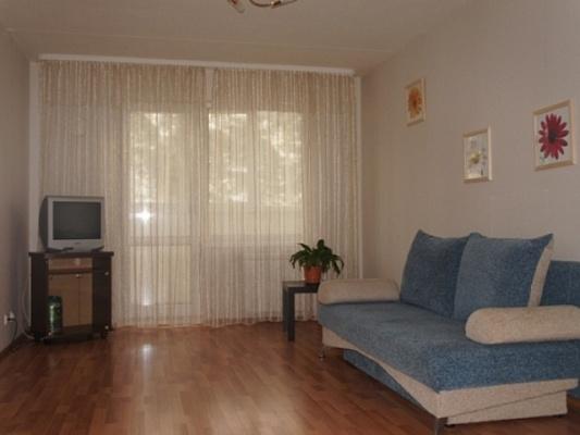 2-комнатная квартира посуточно в Никополе. ул. Трубников, 12. Фото 1