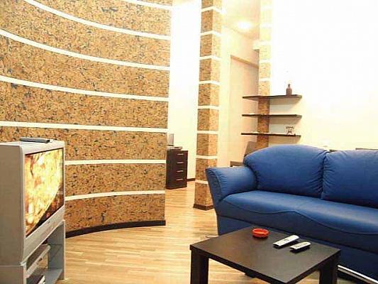 2-комнатная квартира посуточно в Киеве. Голосеевский район, ул. Красноармейская, 28. Фото 1