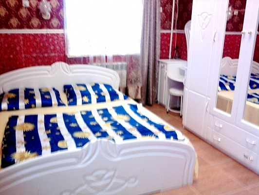 2-комнатная квартира посуточно в Феодосии. ул. Революционная, 10. Фото 1