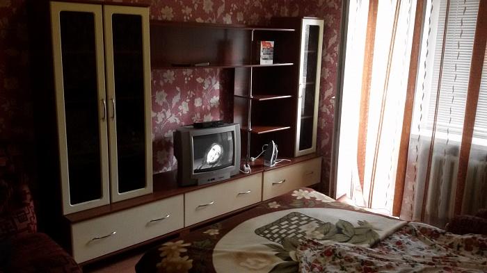 1-комнатная квартира посуточно в Житомире. ул. Киевская, 96. Фото 1
