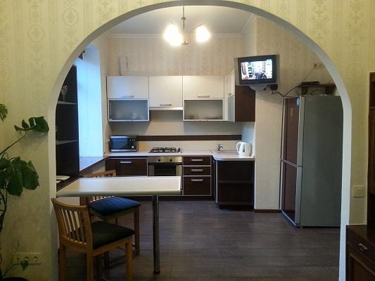 2-комнатная квартира посуточно в Киеве. Печерский район, б-р Марии Приймаченко, 8А. Фото 1