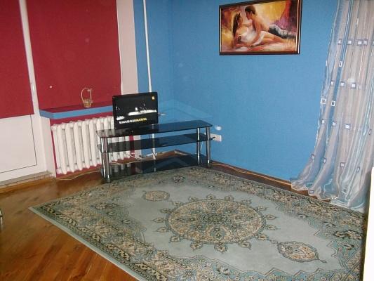 1-комнатная квартира посуточно в Ровно. ул. Сагайдачного, 9. Фото 1