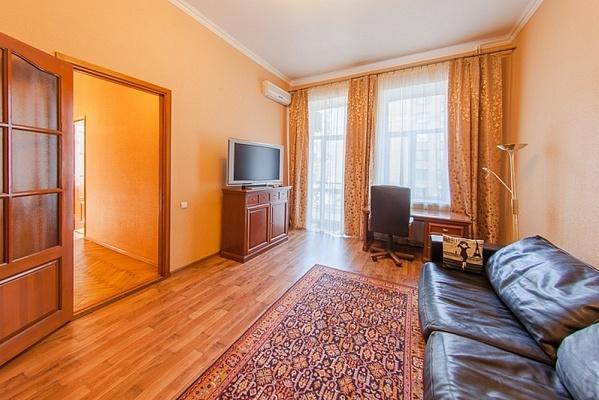 2-комнатная квартира посуточно в Киеве. ул. Саксаганского, 36 а. Фото 1
