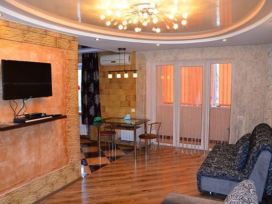 2-комнатная квартира посуточно в Херсоне. Суворовский район, ул. Карла Маркса, 19. Фото 1