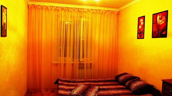 2-комнатная квартира посуточно в Киеве. Дарницкий район, ул. Срибнокильская, 18. Фото 1