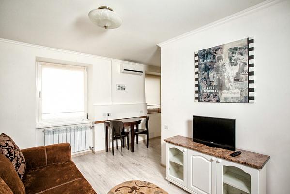 2-комнатная квартира посуточно в Ровно. пр-т Мира, 6. Фото 1