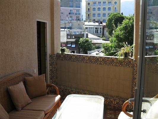 2-комнатная квартира посуточно в Ялте. Боткинская 1, 1. Фото 1